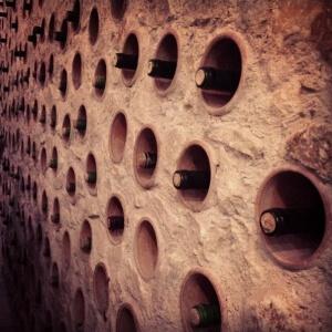 The wine wall at Enotheka Bendida