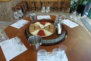 wine tasting with appetizers at Zagreus Winery